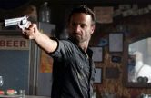 walking-dead-208-rick-bar