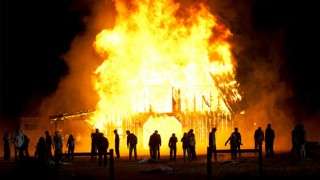 walking-dead-season-2-finale-barn-fire